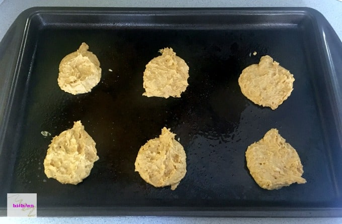 Give the Pumpkin Cookies a Pumpkin Shape