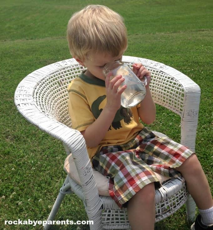 7 Benefits of Drinking Water - rockabyeparents.com