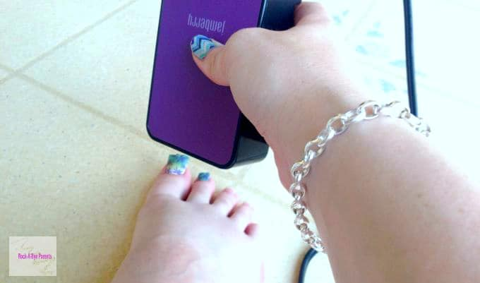 Jamberry Toe Application