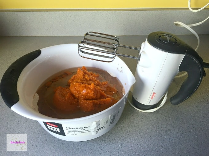 How to Make an Eggless Pumpkin Cake